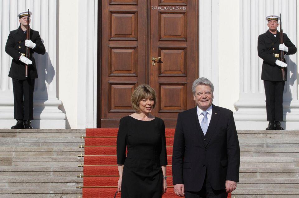 Klug, offen, direkt: Mit diesen Eigenschaften besticht Daniela Schadt als First Lady. Der Job ist befristet - die Amtszeit von Joachim Gauck als Bundespräsident endet 2017.