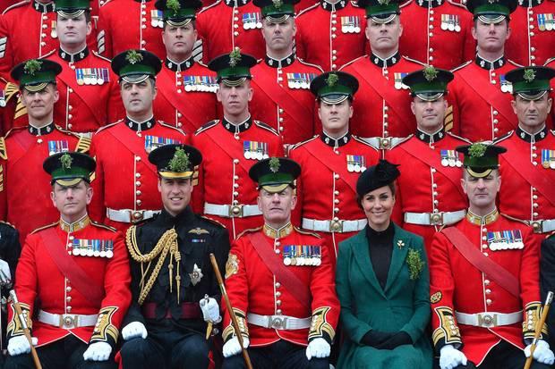 Prinz William und Herzogin Catherine nehmen am 17. März bei der Parade zum St. Patrick's Day in Aldershot teil.