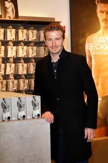 """Am Alexanderplatz in Berlin präsentiert David Beckham letzte Woche seine neue Bodywear-Kollektion für H&M. """"Drunter mag ich es schlicht und gemütlich"""", sagt er."""