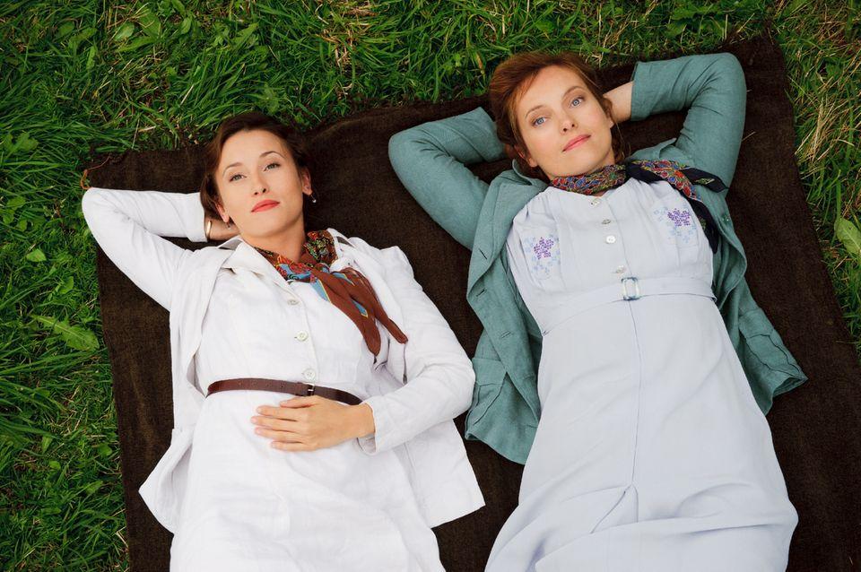"""In """"Ein weites Herz"""" spielt Peri Baumeister (links) als Elisabeth Gräfin von Plettenberg an der Seite von Nadja Uhl."""