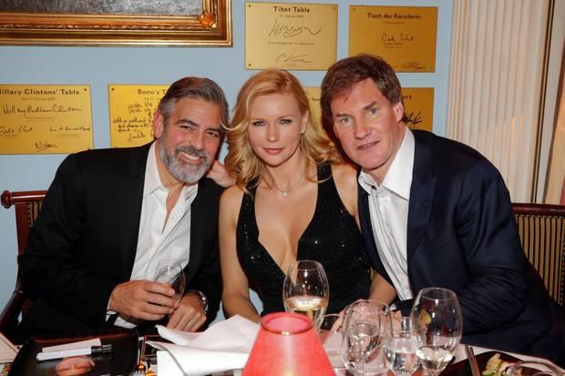 Ihn wollten alle, sie kamen ganz dicht dran: Beim Deutschen Medienpreis in Baden-Baden unterhielten sich Ferres und Maschmeyer ausgiebig mit Ehrengast George Clooney.