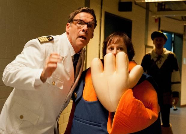 In der vierteiligen ZDF-Sitcom soll Redakteurin Billie (Eva Löbau) dem gealterten TV-Star Sascha Hehn zum Comeback verhelfen. Doch der passt einfach in kein Format und treibt sie fast in den Wahnsinn.
