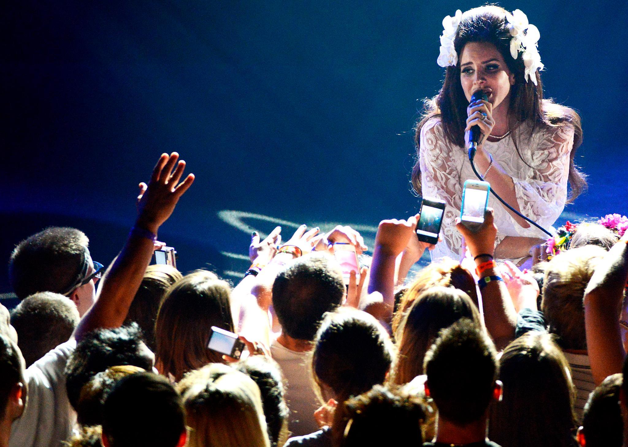 Lana Del Rey, 26, bei einem Auftritt auf dem Montreux Jazz Festival. In Deutschland tritt sie vom 6. bis 25. April auf. Tickets unter www.lanadelrey.com.