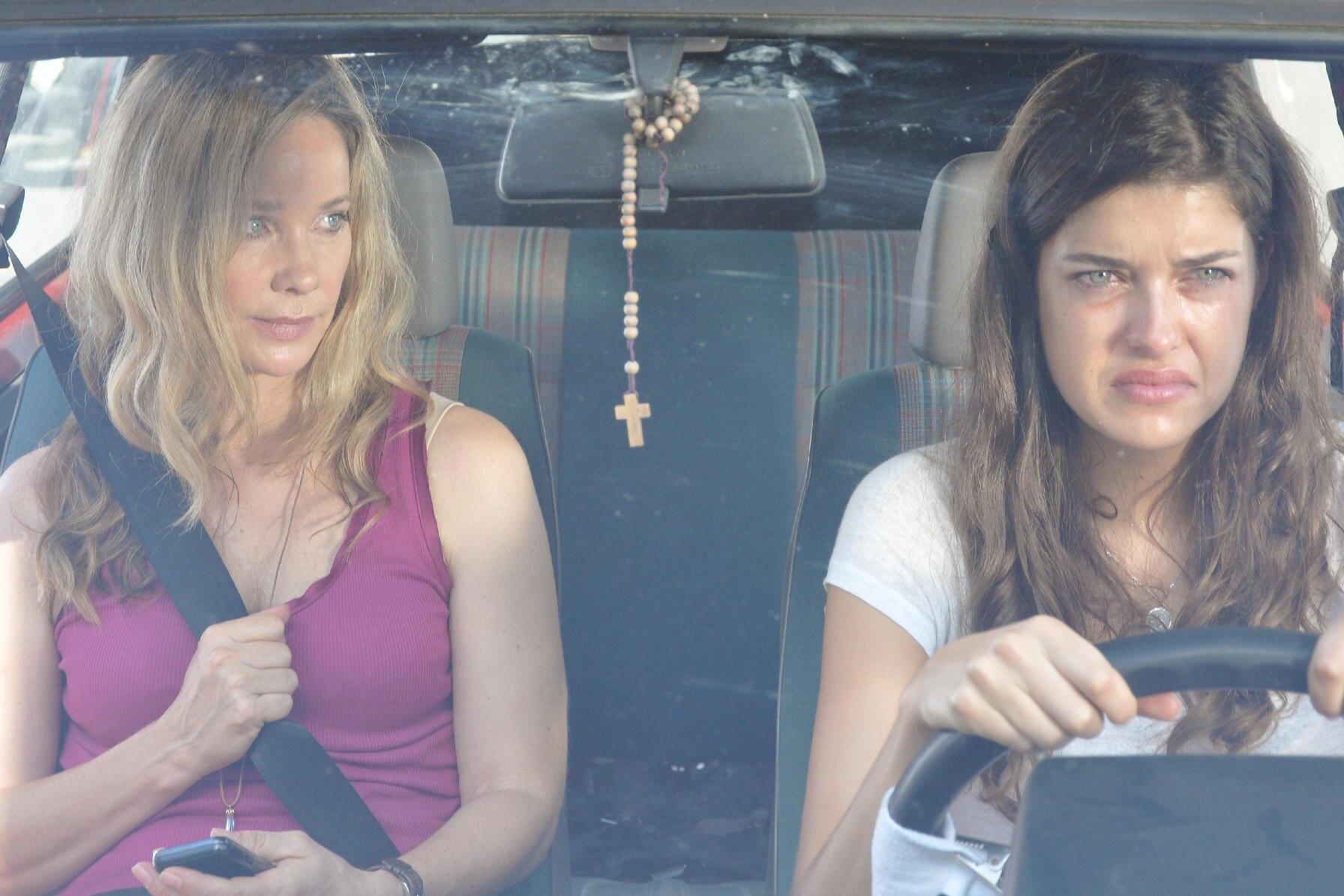 """Jetzt im TV: In """"Sommer in Amalfi"""" (ZDF, Sonntag, 7. April, 20.15 Uhr) findet Claudia Wesscampe (Kramer) die Liebe - und versucht der ungewollt schwangeren Caterina (Marie Nasemann) zu helfen."""