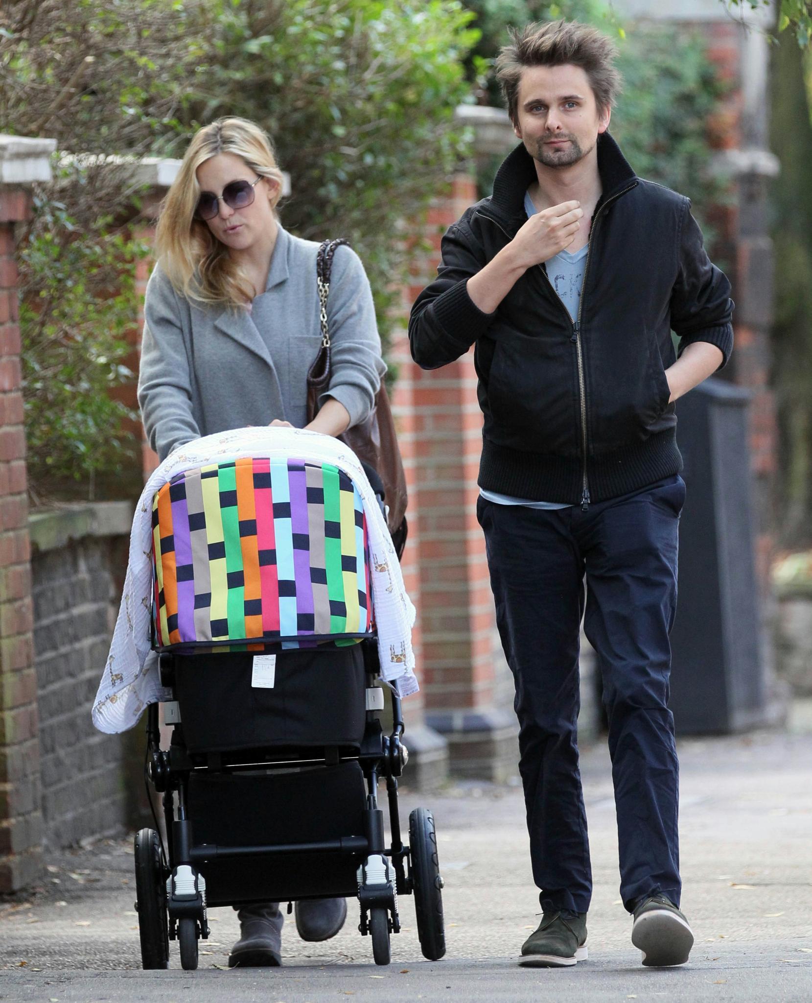 Kate Hudson und Matt Bellamy in September 2011 in London. Im Kinderwagen liegt ihr gemeinsamer Sohn Bingahm.