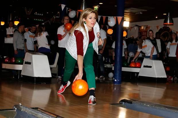Ungezwungen: Am Nationalen Freiwilligentag ging die Kronprinzessin auf die Bowlingbahn.