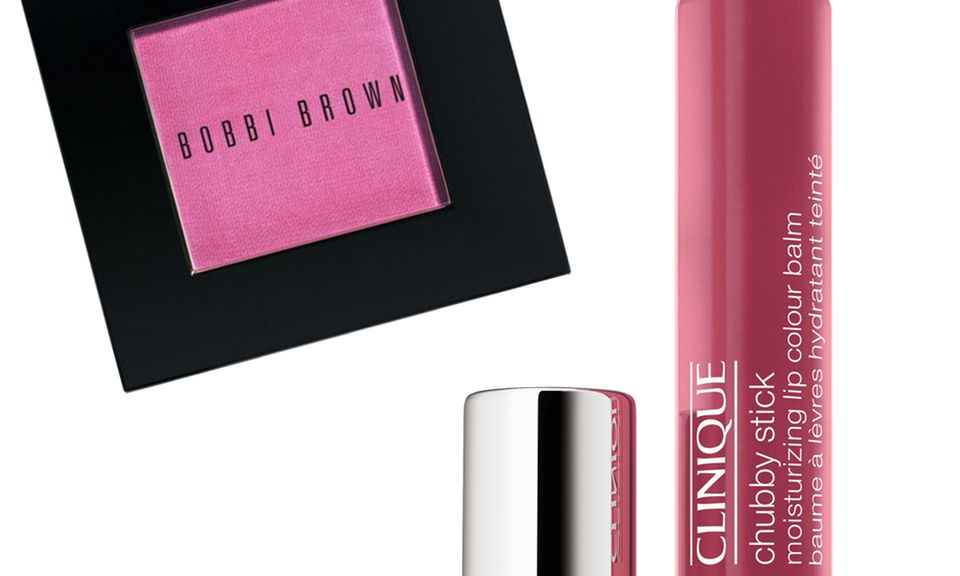 """Pale Pink"" Blush, von Bobbi Brown, circa 26 Euro; Chubby Stick ""Super Strawberry"", von Clinique, circa 20 Euro."