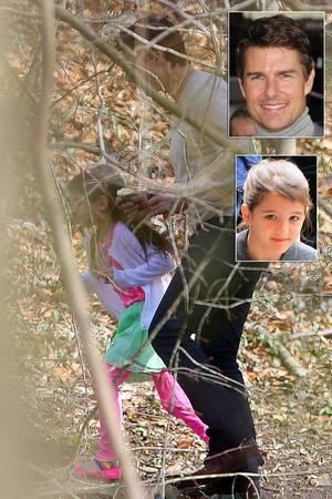 Tom Cruise läuft mit seiner Tochter Suri durch einen Park in Westchester, New York.