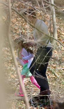Tom und Suri Cruise genießen ihre gemeinsame Vater-Tochter-Zeit in einem Park in Westchester, New York.