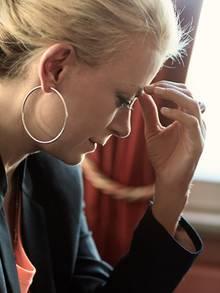 Jenny Elvers-Elbertzhagen sagt, sie liebt ihren Mann noch immer. Aus Enttäuschung über seine Affäre verpasste sie ihm einen Schlag mit dem Kerzenständer