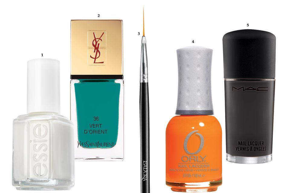 """1. Für ein Design à la Vivienne Westwood: """"Le Blanc"""" von Essie, ca. 8 Euro; 2. Mit extra abgeschrägtem Pinsel: """"La Laque Couture – Nr. 36"""" von Yves Saint Laurent, ca. 23 Euro; 3. Präzisionspinsel """"Nail Art Brush"""" von Isadora, ca. 10 Euro, exklusiv bei Douglas; 4. """"Mash Up – Mayhem Mentality"""" von Orly, ca. 12 Euro; 5. Schwarzer Creme- Nagellack """"Nocturnelle"""" von Mac, ca. 15 Euro"""