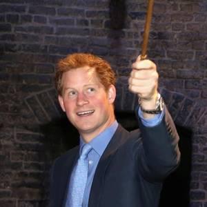 Zauberhaft: Die britischen Royals entdecken die Kulissen der Harry-Potter-Filme für sich. Und greifen beherzt zum Zauberstab statt Zepter.