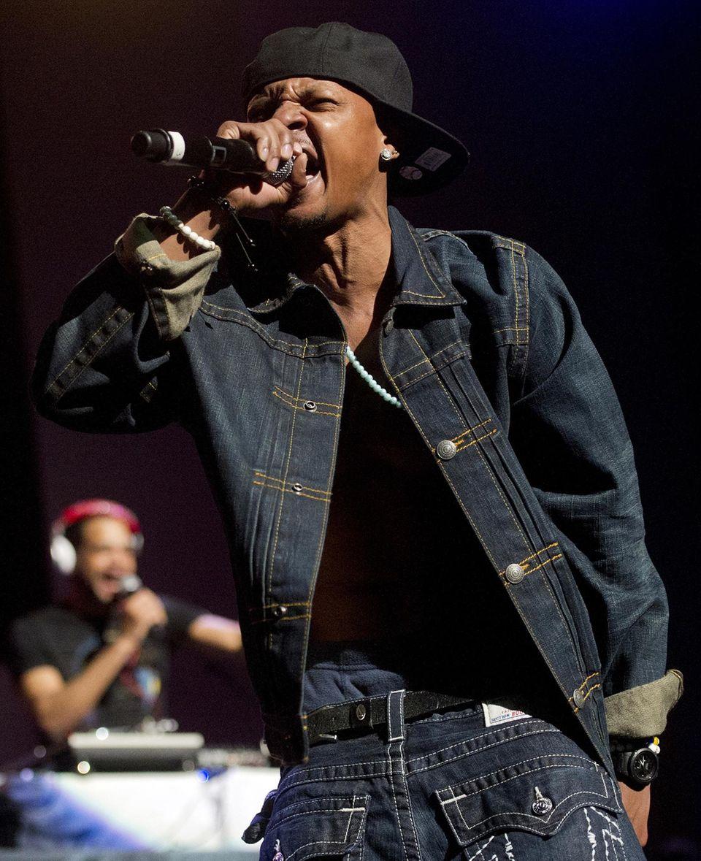 """Chris Kelly und sein Rap-Partner traten zum 20-jährigen Jubiläum des Plattenlabels """"So So Def"""" im Februar 2013 wieder als """"Kris Kross"""" auf. Natürlich trug Kelly seine Hose verkehrt herum."""