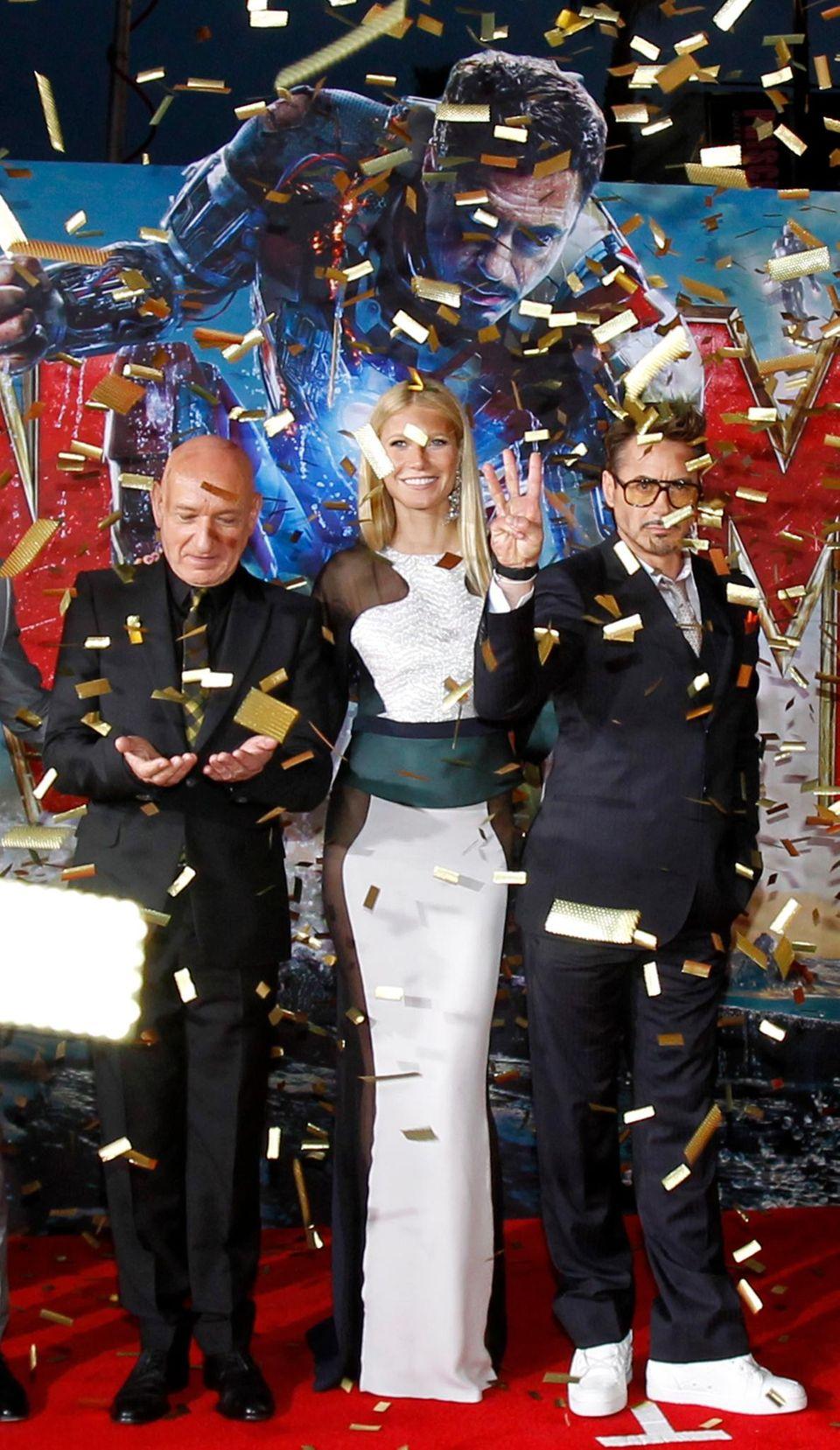 """Goldregen: Die """"Iron Man 3""""-Darsteller Sir Ben Kingsley, Gwyneth Paltrow und Robert Downey Jr. bei der Filmpremiere in Hollywood."""
