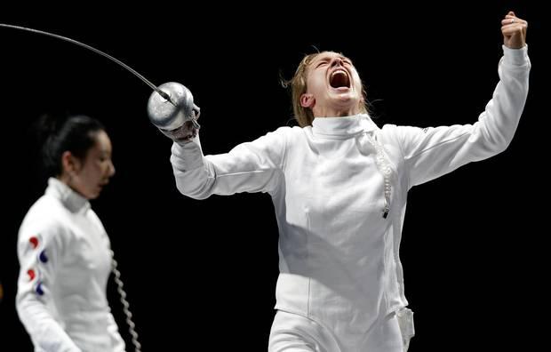 """Zittern und Triumphieren bei Olympia in London: """"Ich war noch im Flow, habe mir gesagt, wenn es eine Chance gibt, nutze sie"""", sagt Britta Heidemann über die Wartezeit während ihres Halbfinalkampfs gegen die Koreanerin Shin A-Lam."""