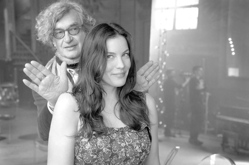 """Wim Wenders und Liv Tyler beim Dreh für """"Magnum"""" im Berliner Tanzlokal """"Clärchens Ballhaus"""". Der Kurzfilm wird im Internet und im Kino zu sehen sein."""