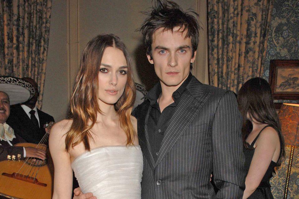 Keira Knightley und ihr damaliger Freund Rupert Friend bei einem Dinner der BAFTA Awards 2008. Der Mann ist gegangen, das Rodarte-Kleid geblieben.