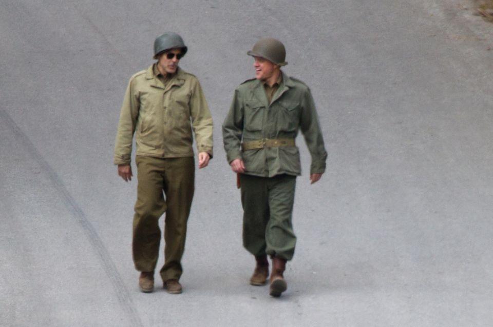 """George Clooney und Matt Damon arbeiten an Georges 52. Geburtstag am Set zum Film """"The Monuments Men"""" im Harz."""