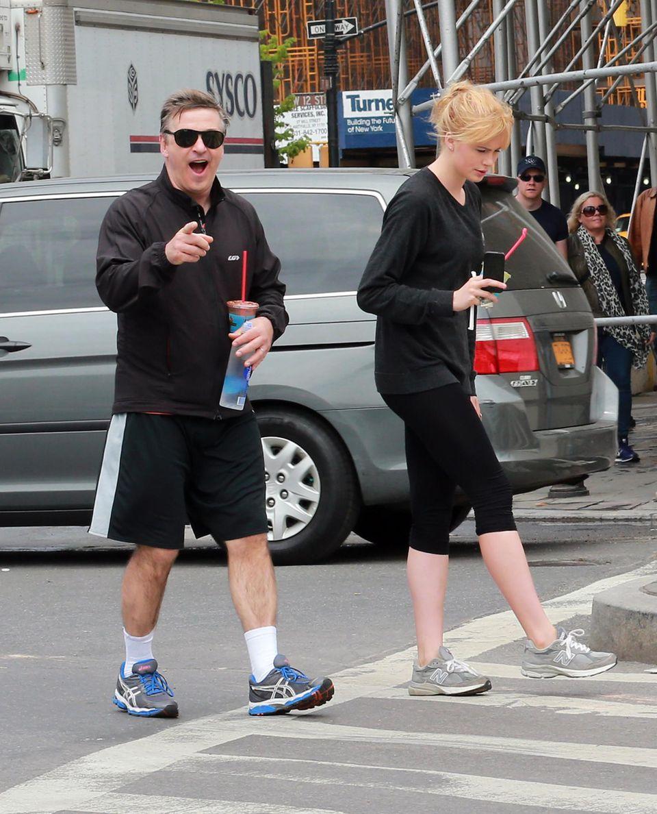Als Alec Baldwin die Talkmasterin Rosie O'Donnell New York, auf der Straße entdeckt, ist er überrascht und erfreut zugleich.