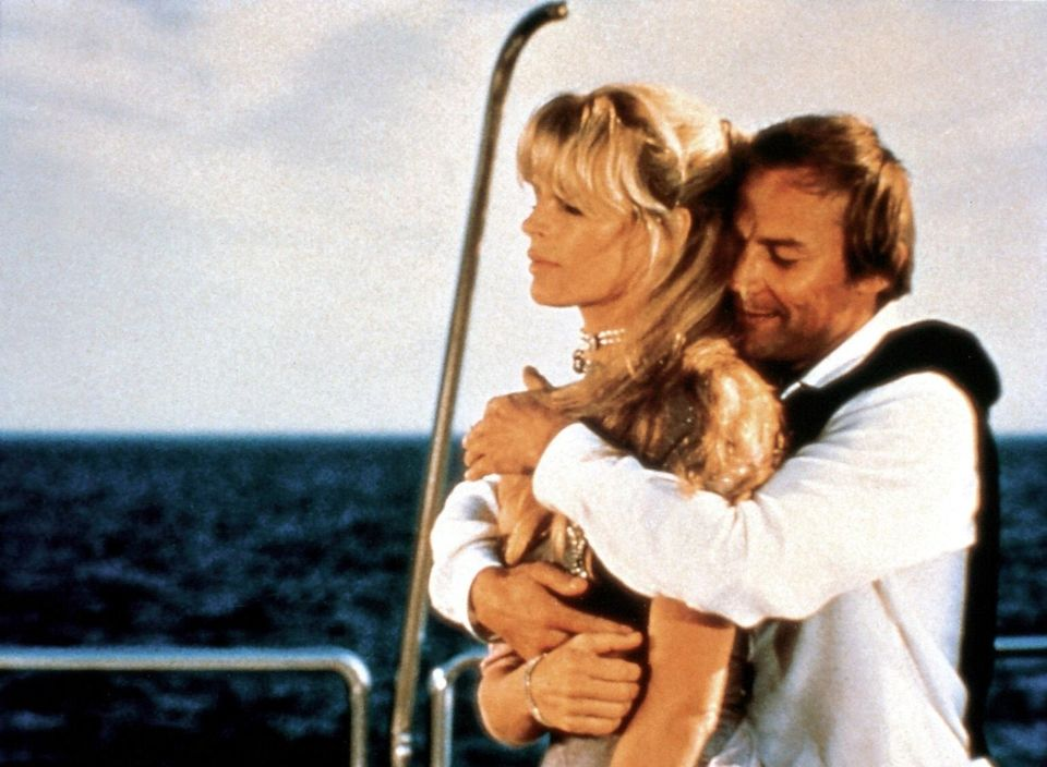 """Im Bond-Abenteuer """"Sag niemals nie"""" (1983) ging Brandauer mit seiner Filmpartnerin Kim Basinger auf Tuchfühlung."""
