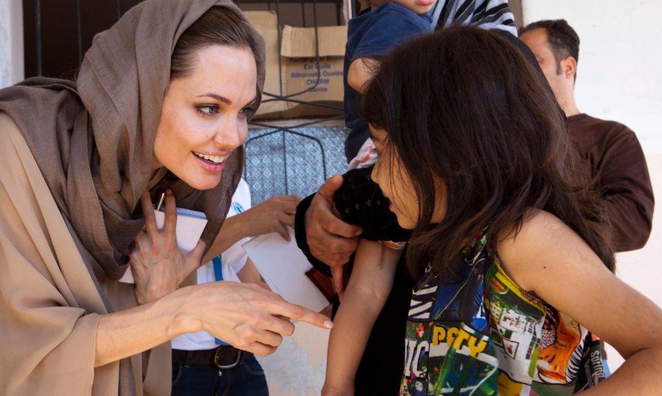 Das ist ihr Herzensprojekt, ihr Leben absiets der roten teppiche: UNHCR-Sonderbotschafterin Angelina Jolie trifft im September 2012 syrische Flüchtlinge.