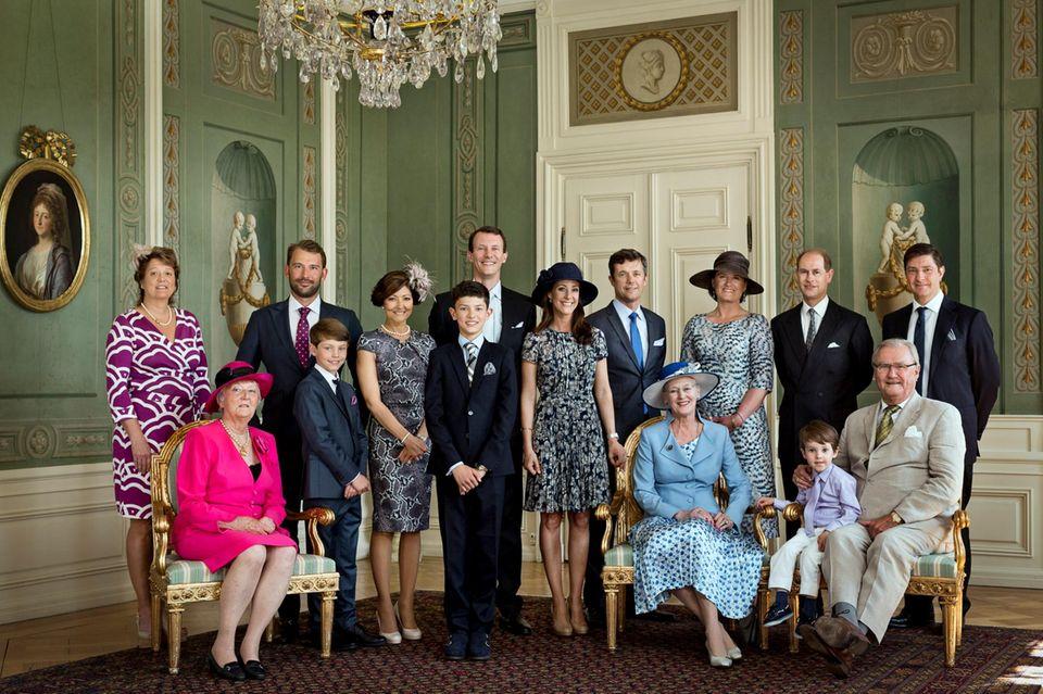 Dänemark: Die dänische Königsfamilie zeigt sich auf einem offiziellen Foto der Feierlichkeiten harmonisch und zufrieden.