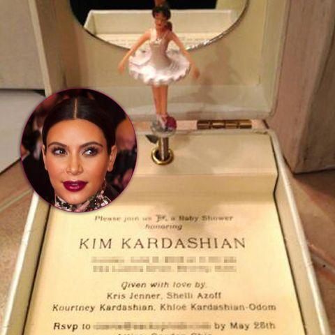 Diese Spieluhr verschickte Kim Kardashians Familie als Einladung für ihre Babyshower.