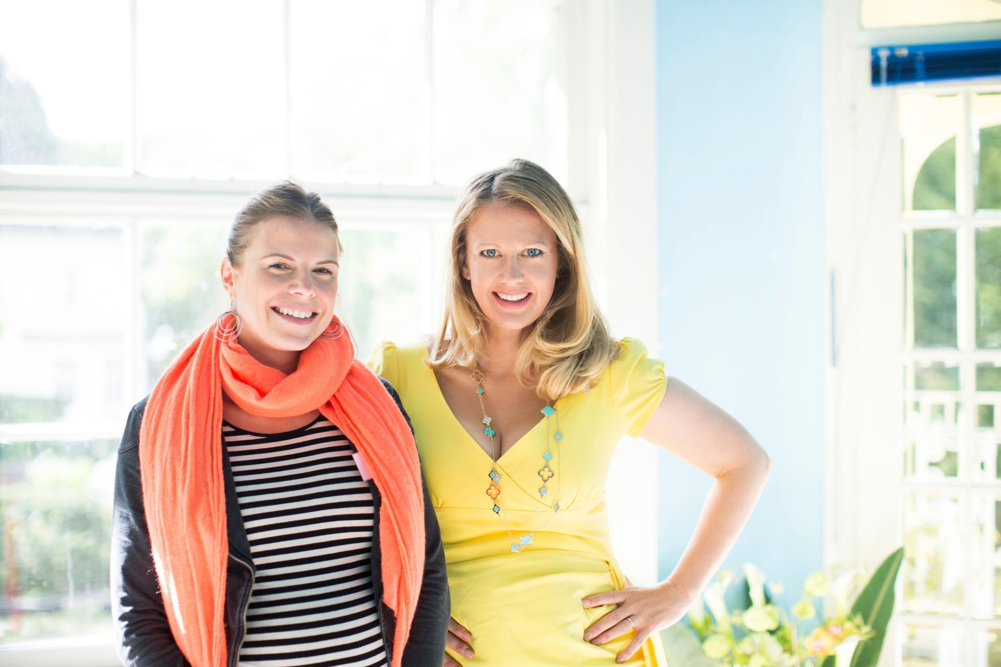Gala.de-Redakteurin Rachel Brozowski mit Barbara Schöneberger