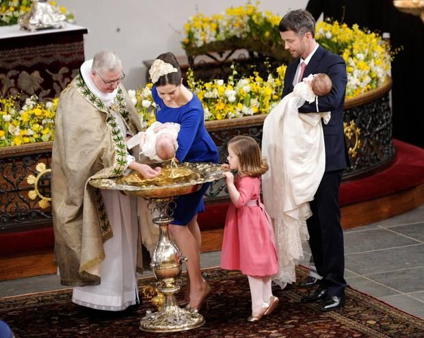 Prinzessin Mary, hier bei der Taufe ihrer beiden jüngsten Kinder im April 2011, konvertierte zur dänischen Volkskirche, ehe sie in die dänische Königsfamilie einheiratete.