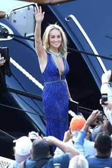 """Jeden Abend ein großer Auftritt: Zur Premiere von """"Behind The Candelabra"""" (mit Michael Douglas, ihrem Filmpartner aus """"Basic Instinct"""") kam Sharon Stone in Cannes in atemberaubendem Blau."""