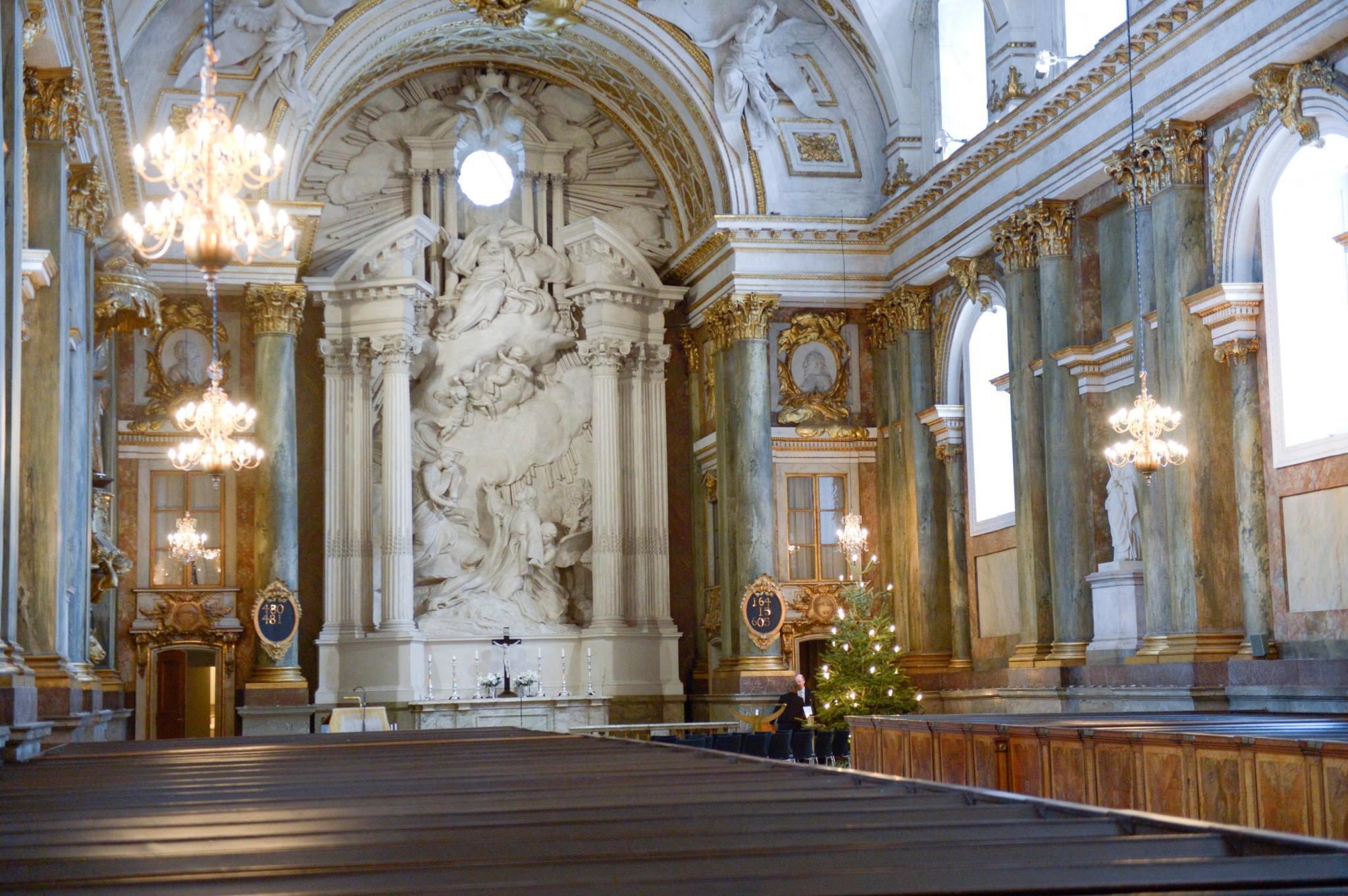 In der Schlosskapelle in Stockholm - hier eine Innenansicht - werden sich die Hochzeitsgäste von Prinzessin Madeleine und Christopher O'Neill am Samstag Nachmittag versammeln.