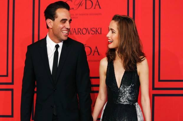 """Bobby Cannavale und Rose Byrne zeigten sich bei den """"CFDA Fashion Awards"""" gut gelaunt auf dem roten Teppich."""