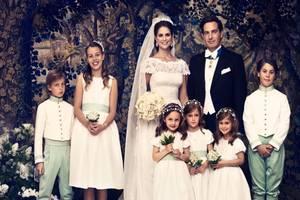 Dieses offizielle Bild zur Hochzeit zeigt Prinzessin Madeleine und Christopher O'Neill mit den Blumenkindern: Louis und Chiara Abensperg und Traun, Lillie von Horn, die Zwillingsschwestern Annais und Chloe Sommerlath sowie Jasper D'Abo.