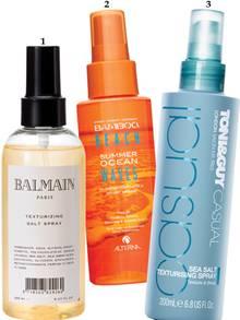 """1. Hair Couture: """"Salt Spray"""" von Balmain Paris, 150 ml, 17 Euro, www.balmainhair.com; 2. Mit Sonnenschutz: """"Ocean Waves Sun"""" von Alterna, 100 ml, ca. 27 Euro, exklusiv bei Douglas; 3. Reisegröße: """"Sea Salt Texturising Spray"""" von Toni & Guy, 75 ml, ca. 7 Euro"""