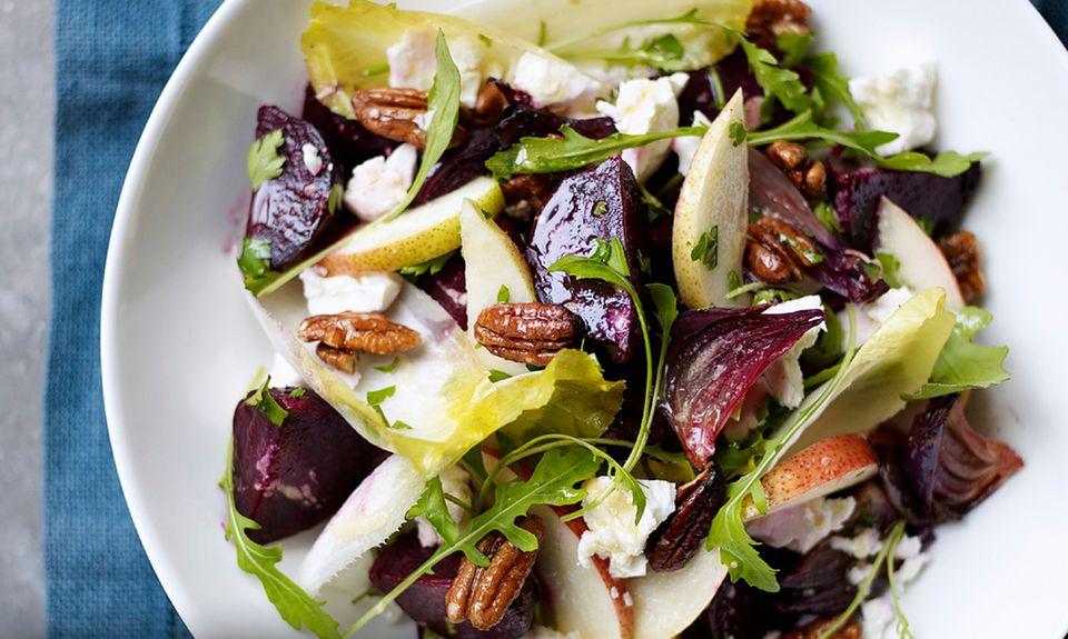 Aus dem Chicoréesalat mit Roter Bete wurde zwar Romanasalat mit Roter Bete, schmeckte trotzdem lecker.