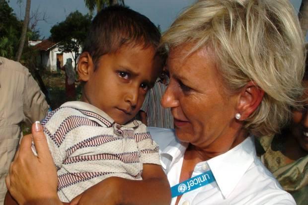 Seit 1997 mobilisiert Sabine Christiansen als Unicef-Botschafterin weltweit Hilfe für Kinder in Not, hier in Sri Lanka.