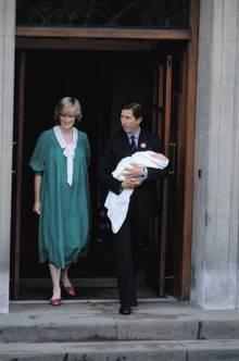 """Vorbild Diana: Diana und Charles mit dem Baby am Tag nach der Geburt. William kam 1982 im """"Lindo Wing"""", einer Privatstation, zur Welt. Wie Williams Mutter, die mit der Tradition brach, will auch Kate in einer Klinik entbinden."""