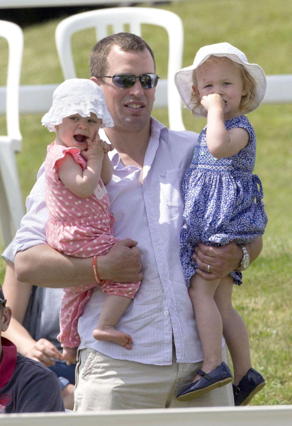 Peter Phillips mit seinen Töchtern Isla und Savannah beim Pferderennen in Barbury