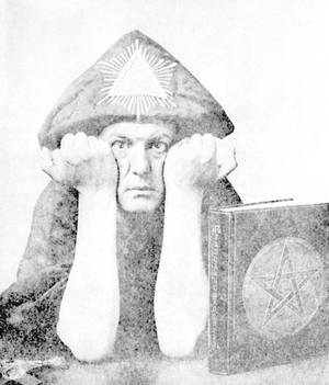 Der britische Okkultist leitete neben dem O.T.O. diverse andere Geheimbünde, nahm harte Drogen, frönte tantrischen Ritualen mit beiden Geschlechtern. Zu Lebzeiten (1875 - 1947) verteufelt, beeinflusst er bis heute die Popkultur.