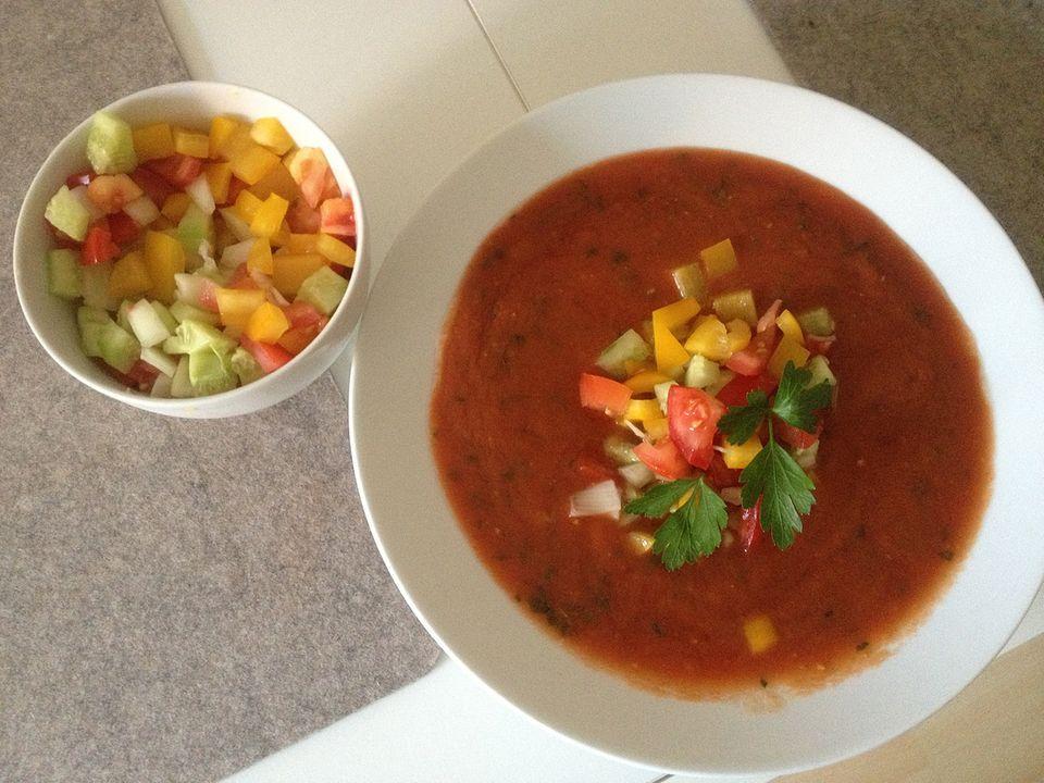 """Die Gazpacho war das erste Rezept, das ich aus """"Meine mediterrane Küche"""" von Christine Neubauer probierte."""