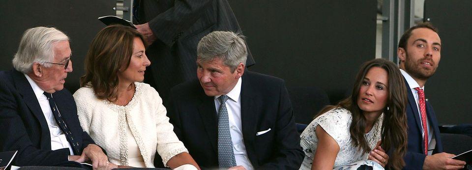 Familie Middleton ist auch dabei: Carole, Michael, Pippa und James.