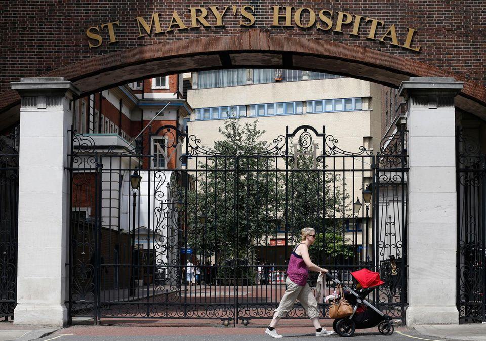 """Herzogin Catherine ist ins """"St. Marys""""-Krankenhaus in London eingeliefert worden."""