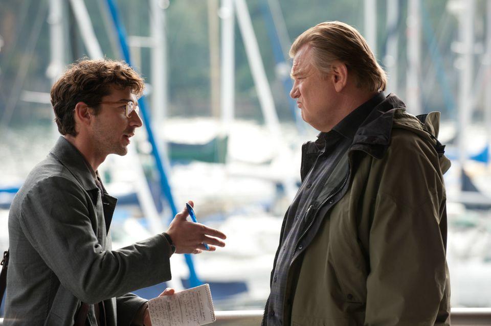 Im Film spielt Robert Redford den ehemaligen Aktivisten Jim Grant. Er taucht unter, nachdem seine damalige Komplizin Sharon (Susan Sarandon) verhaftet wird. Ihm auf der Spur: der hochmotivierte Journalist Ben (Shia LaBeouf, mit Brendan Gleeson).