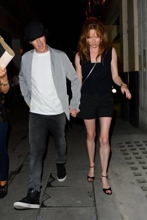27. Juli 2013: Benedict Cumberbatch verlässt mit einer Unbekannten den Cique Le Soir Nachtclub in London.
