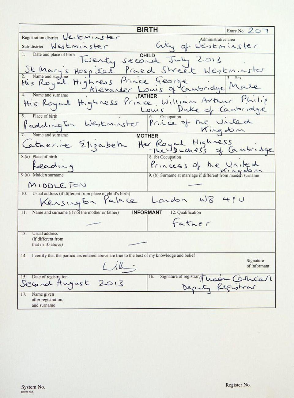2. August 2013: Prinz William hat am Morgen die Geburt seines Söhnchens George im Westminster Register Office beurkunden lassen.