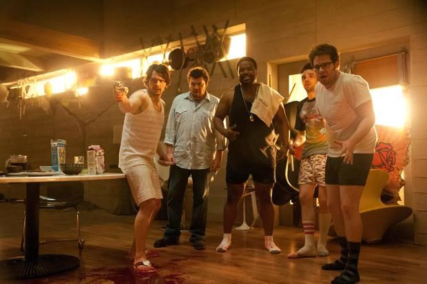 """Für """"Das ist das Ende"""" hat Rogen ein Star-Ensemble um sich versammelt. Neben James Franco (l.) sind unter anderem Rihanna, Emma Watson und Jonah Hill mit dabei. Die Geschichte: Während einer Party in Francos Villa in Los Angeles geht plötzlich die Welt unter. Rogen & Co. versuchen, dem Chaos zu trotzen."""