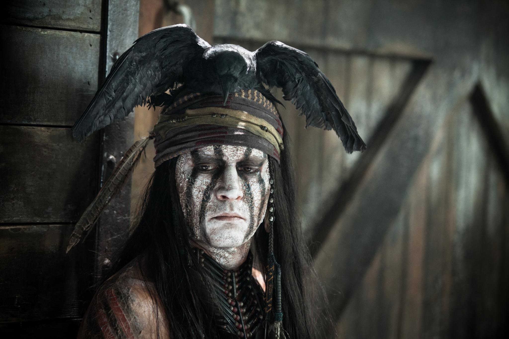 """Jetzt im Kino: In dem Western """"Lone Ranger"""" spielt Depp den Indianer Tonto. Zusammen mit seinem Freund (die Titelfigur wird dargestellt von Arnie Hammer) kämpft er gegen Korruption und für Gerechtigkeit."""