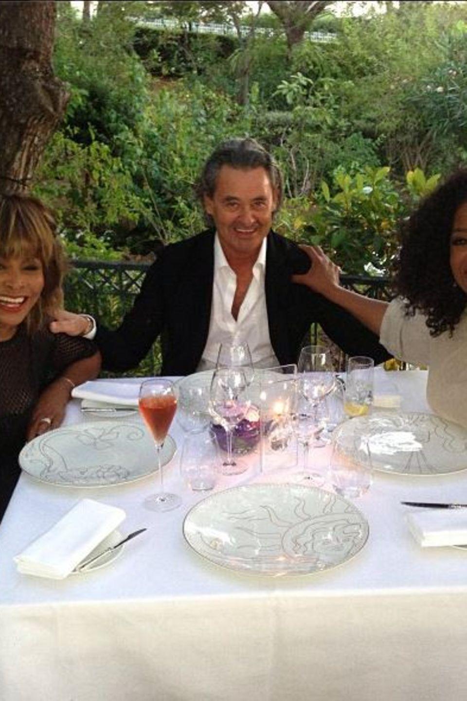 Oprah Winfrey ist mit Tina Turner und Erwin Bach so gut befreundet, dass sie mit in die Flitterwochen nach Frankreich reiste.