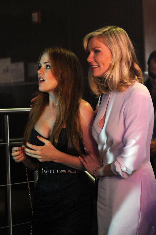 """Isla Fisher und Kirsten Dunst als """"Katie"""" und """"Regan"""" in """"Die Hochzeit meiner dicksten Freundin"""". Die Komödie ist im Oktober 2012 in den deutschen Kinos angelaufen."""