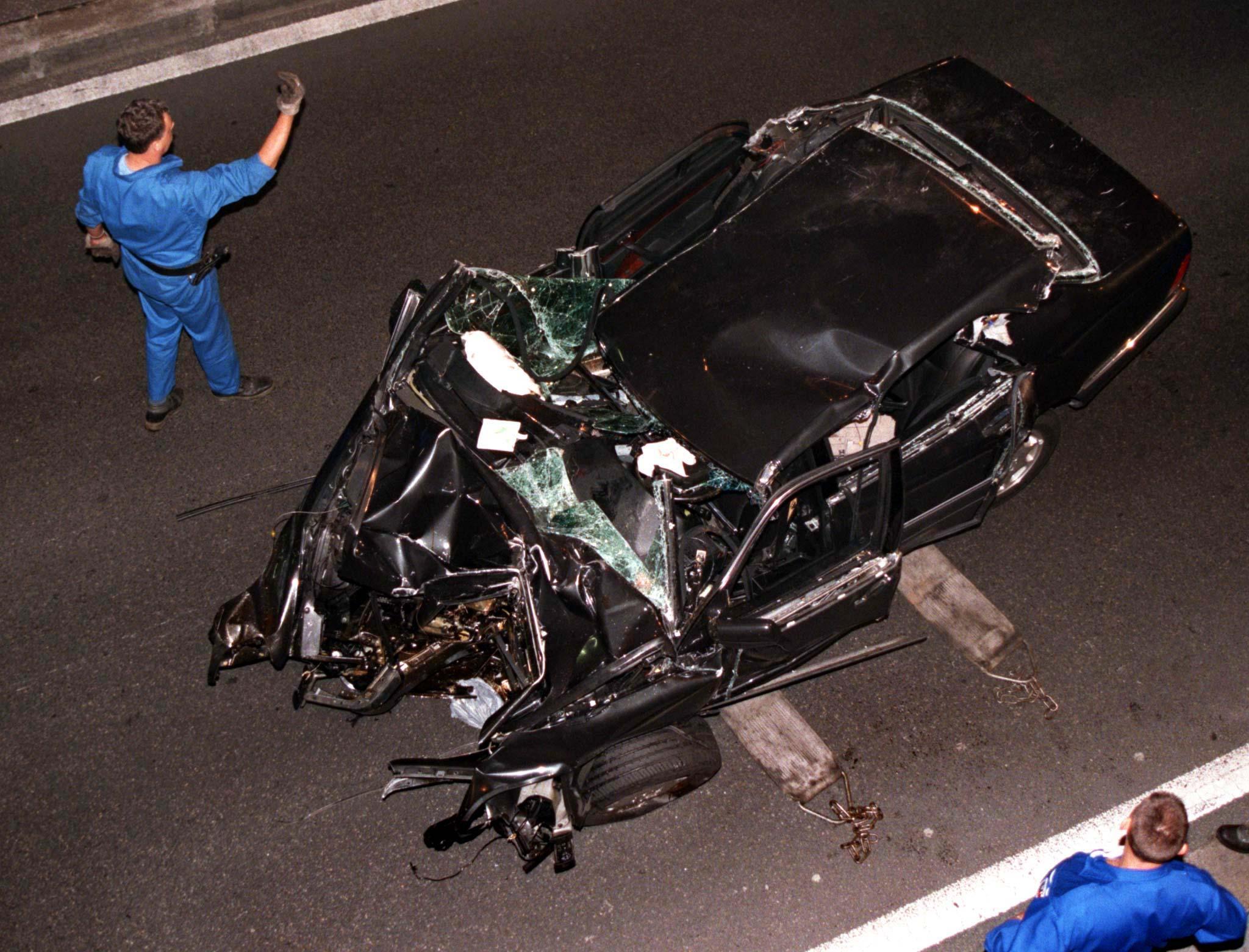 Trauriges Ende einer Märchenprinzessin: Nachdem der Wagen vor einen Pariser Tunnelpfeiler raste, starb Lady Diana am 31. August 1997.